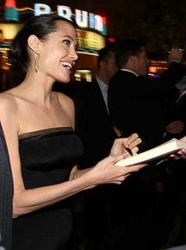angelina-jolie-signing-autographs