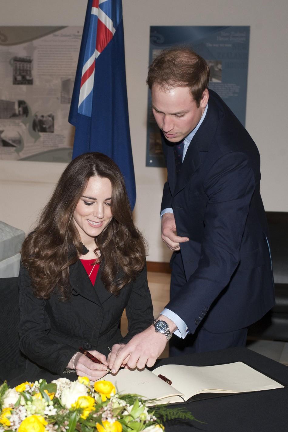 Is Kate Middleton Left Handed