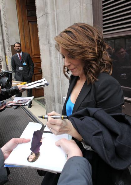 Tina Fey signing autographs